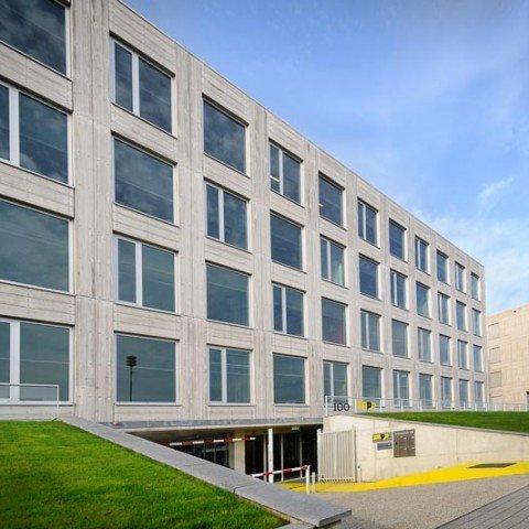<strong>Buitenkant ZAPP office bedrijfsverzamelgebouw Rotterdam</strong>
