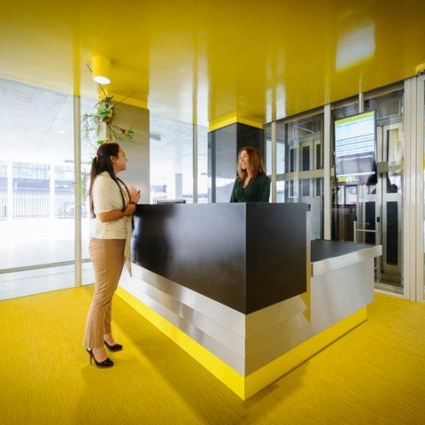 <strong>Receptieservice ontvangsthal ZAPP office Rotterdam</strong> Vergroot je onderneming met de uitstraling van ZAPP office, zo kun je klanten professioneel ontvangen.