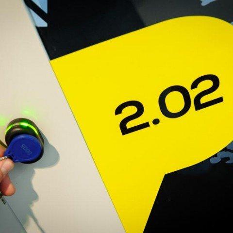 <strong> Kantoorruimte beveiliging </strong> De huurders van ZAPP office Rotterdam hebben 24/7 middels een elektronische toegangspas toegang tot het gebouw. De privekantoren zijn ieder met een unieke code afsluitbaar.