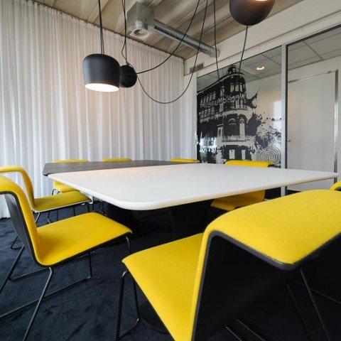 <strong>Vergaderruimte Yellow Room bij ZAPP office Rotterdam</strong>